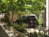 Bakixanov qesebesinin merkezi hissesinde,esas yoldan 30 metr uzaqliqda , 2 nomre